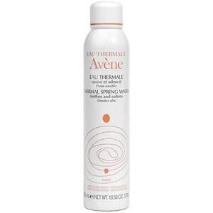 coups de soleil: réhydrater sa peau avec l'eau thermale Avène