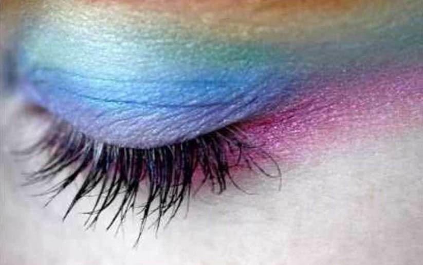 fard à paupières de la couleur des yeux