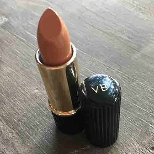 Victoria beckham crée le rouge à lèvres brazilian nude