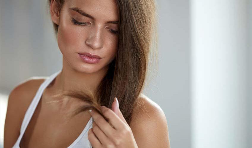 Les cheveux mixtes, des racines grasses avec des pointes sèches