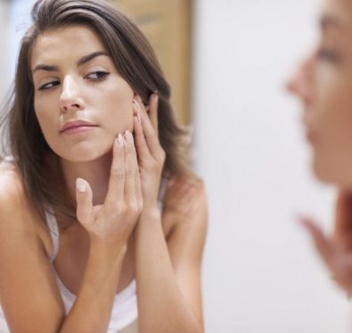 L'acné tardive chez la femme adulte