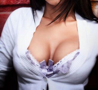 Jolie poitrine, quelques astuces pour retrouver une poitrine ferme