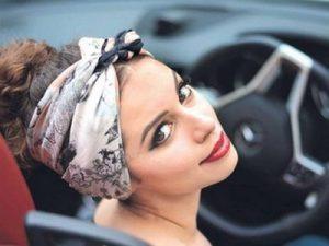 Coiffures pour cheveux gras : Le headband