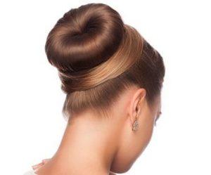 Coiffures pour cheveux gras : Le bun