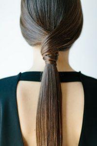 Coiffures pour cheveux gras : La queue-de-cheval