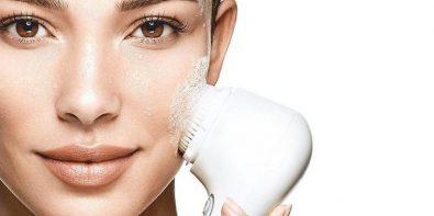 Brosse visage: Sont-elles dangereuses pour la peau