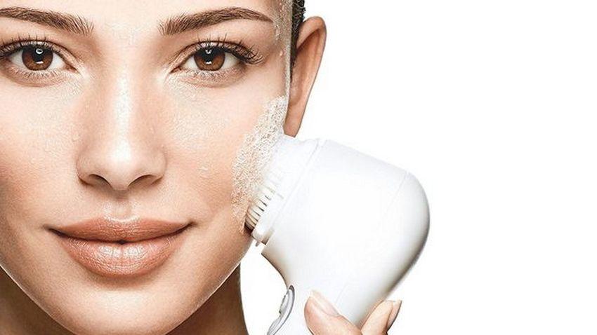 brosse visage sont elles dangereuses pour la peau la loge beaut. Black Bedroom Furniture Sets. Home Design Ideas