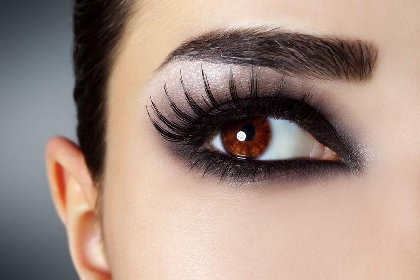 Conseils pour maquiller les yeux marron