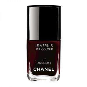 Les cosmétiques les plus vendus en France : vernis à ongles rouge noir de Chanel