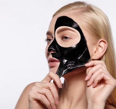 Masque noir attention aux dangers pour la peau