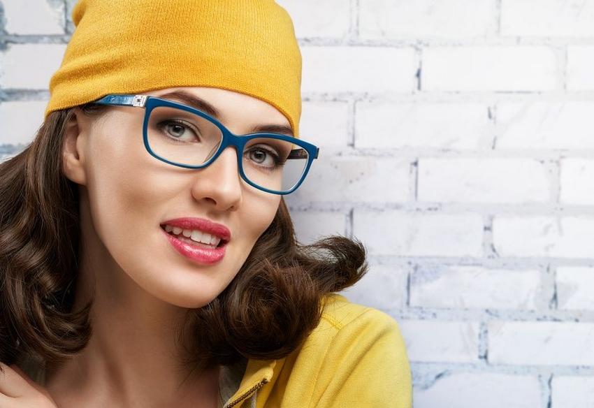conseils make up quand on porte des lunettes la loge beaut. Black Bedroom Furniture Sets. Home Design Ideas