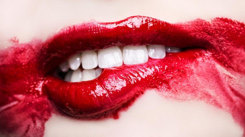Maquiller la bouche 7 erreurs viter la loge beaut maquillage - La femme a la bouche fendue ...