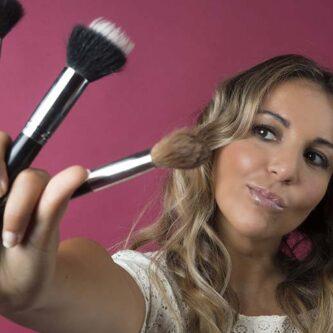 Pinceau maquillage : explication de Melinda de la Loge Beauté