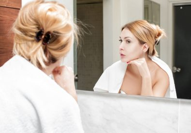 poils sur le visage: astuces naturelles anti-poils