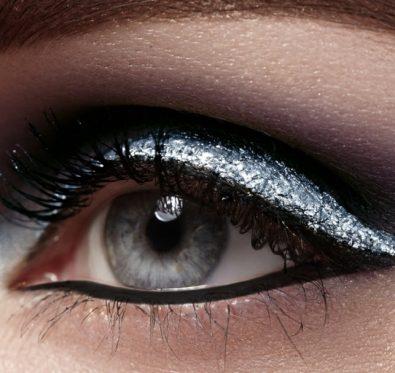 Maquillage argenté, le fard à paupières pour les fêtes