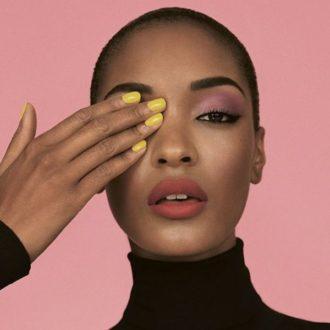 Vernis jaune sur peau noire