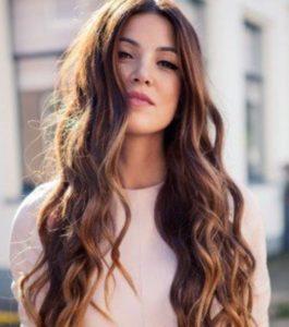 quelle coupe porter en fonction de la nature de ses cheveux : cheveux longs ondules