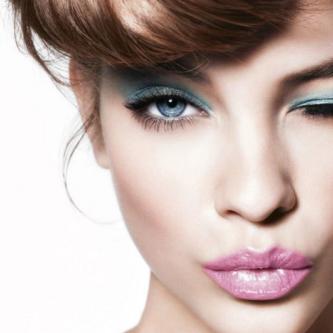 je vous livre mes conseils afin de savoir accorder les vêtements au maquillage.
