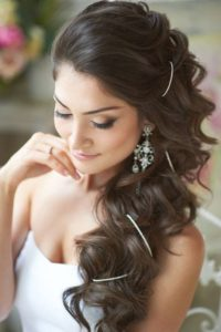 inspirations coiffures pour mariage : Cascade orientale