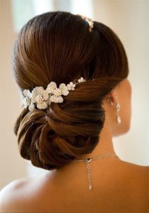 inspirations coiffures pour mariage: Chignon bas méché