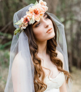 inspirations coiffures pour mariage! : Le voile couronné de fleurs