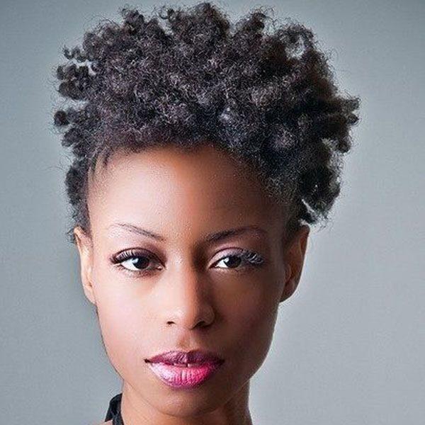 Coiffure afro naturelle