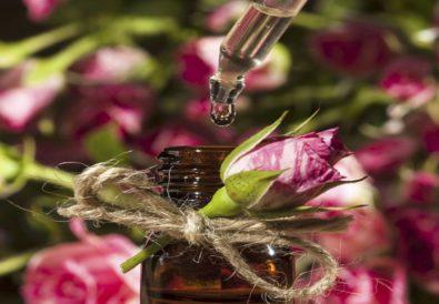 huile essentielle de rose, douce et envoutante