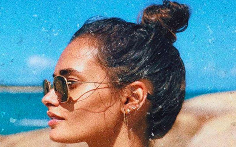 S'attacher les cheveux en été