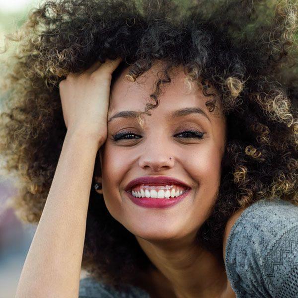 coiffure-afro-aux-boucles-detendues