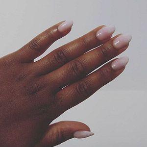 Les ongles longs en amande