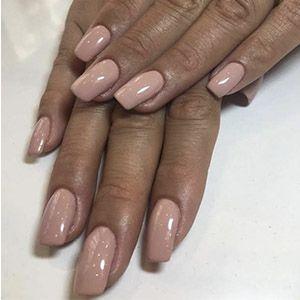 forme d'ongle: ongles longs et carrés