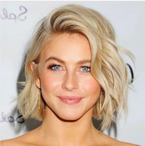 Le carré wavy sur une blonde