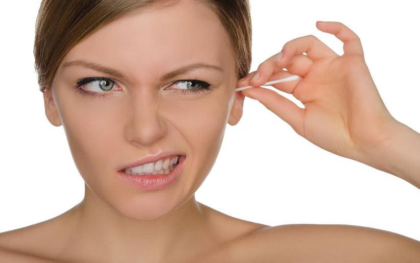 Disparition des coton-tiges : quelles alternatives pour se laver les oreilles ?
