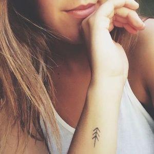 Les tatouages poignet graphiques