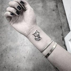 Les tatouages poignet old school