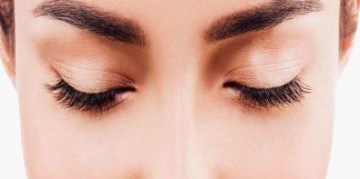 La coloration des sourcils pour intensifier le regard