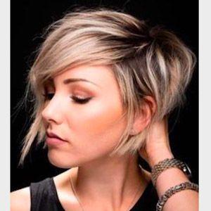 Coupe courte cheveux blonds