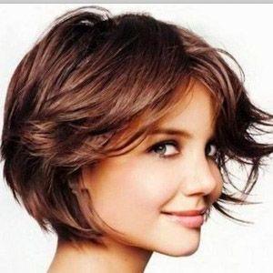Coupe courte cheveux châtains
