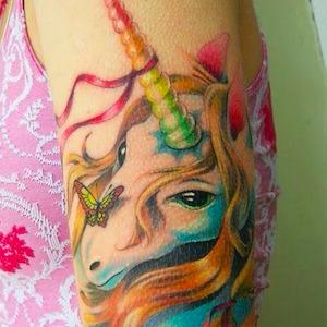 Se faire tatouer trop jeune