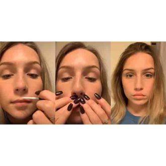 Cette jeune femme se filme sur Tik Tok, en faisant son lip glue challenge