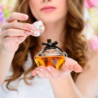 Bien choisir son parfum pour femme selon la saison