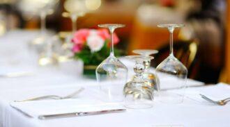 Top 10 des bonnes manières françaises à respecter à table !