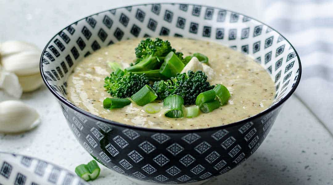 Soupe de légumes verts detox