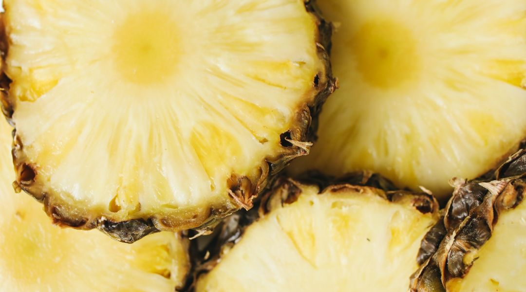 Ananas fruit exotiques aux nombreuses vertus
